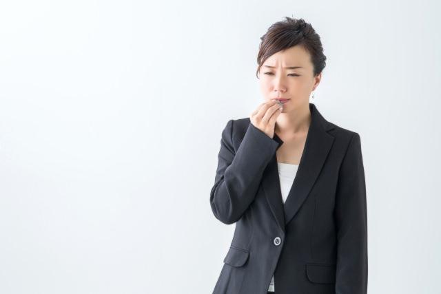 口内炎で悩む男性